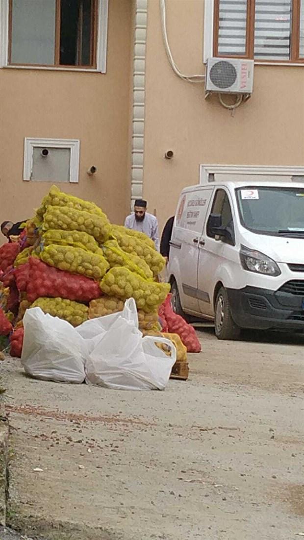 yurttaslara-ucretsiz-verilen-patates-ve-sogani-tarikat-dagitiyor-868433-1.