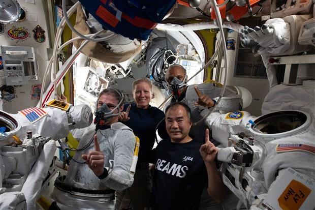 crew-1-gorevini-tamamlayan-nasa-ve-spacex-astronotlari-dunya-ya-dondu-871326-1.