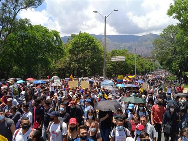 kolombiya-daki-protestolarda-olenlerin-sayisi-24-e-yukseldi-872699-1.