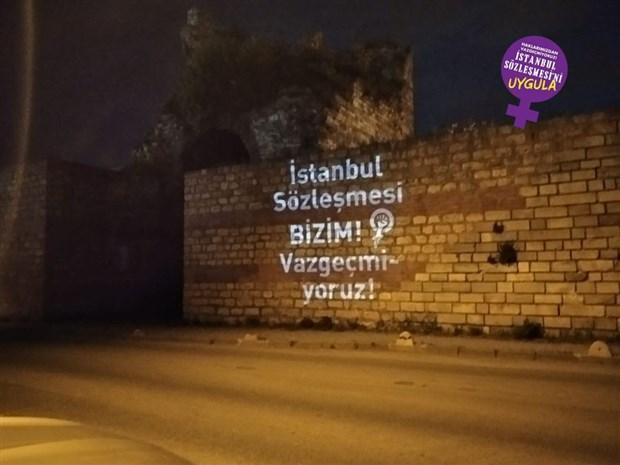 kadinlar-istanbul-surlari-ndan-seslendi-istanbul-sozlesmesi-nden-vazgecmiyoruz-874403-1.