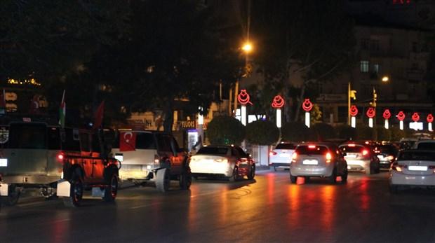 turkiye-nin-bircok-ilinde-israil-i-protesto-etmek-icin-sokaga-cikildi-kisitlamaya-ragmen-araclarla-konvoy-yapildi-874411-1.