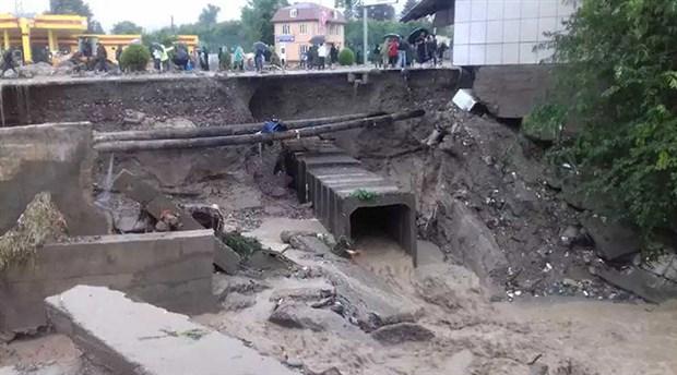 tacikistan-da-sel-felaketi-7-kisi-hayatini-kaybetti-874912-1.