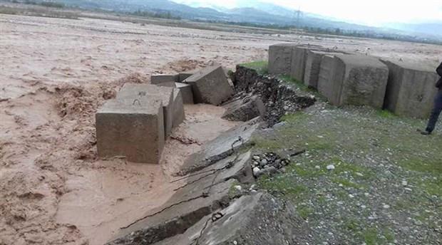 tacikistan-da-sel-felaketi-7-kisi-hayatini-kaybetti-874917-1.