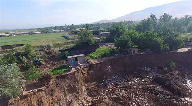 tacikistan-da-sel-felaketi-7-kisi-hayatini-kaybetti-874918-1.