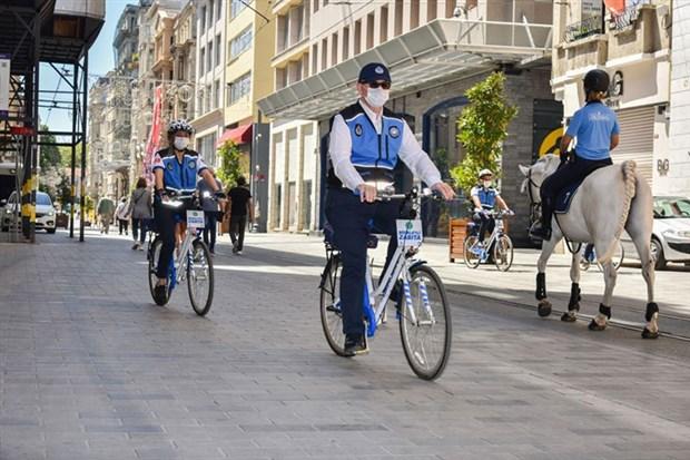 istanbul-da-bisikletli-zabitalar-ilk-devriyelerini-atti-876142-1.