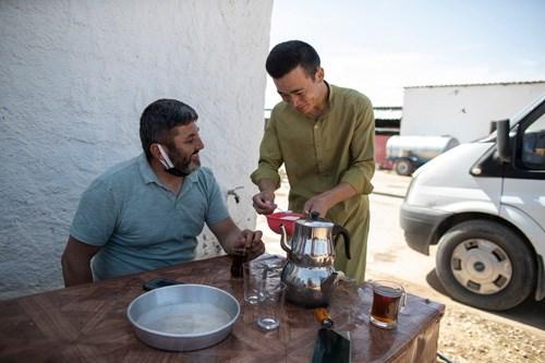 anadolu-nun-afgan-cobanlari-savastan-kaciyor-baslik-parasi-pesinde-kosuyorlar-887434-1.