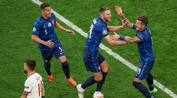 euro-2020-e-grubu-slovakya-kazandi-szczesny-tarihe-gecti-887711-1.
