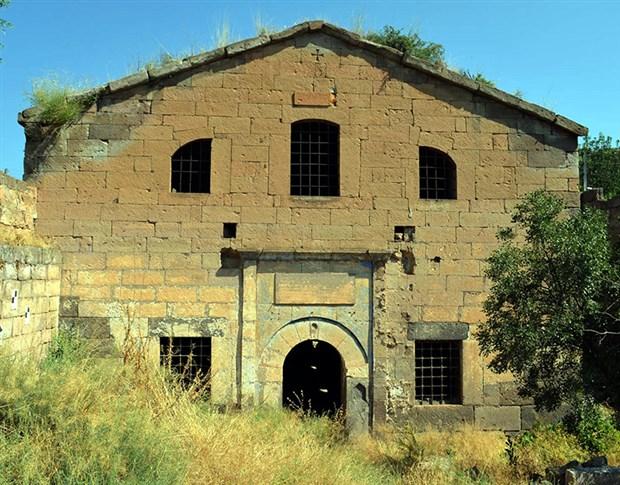 kayseri-de-tarihi-kilise-defineciler-tarafindan-talan-edildi-891144-1.