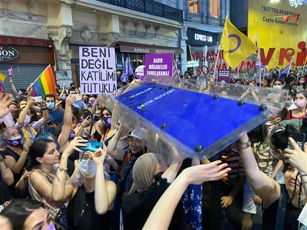 kadinlardan-istanbul-sozlesmesi-eylemi-karar-yok-hukmundedir-894260-1.