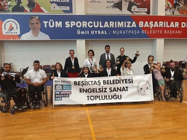 besiktas-belediyesi-engelsiz-sanat-toplulugu-tekerlekli-sandalye-dans-turkiye-sampiyonasi-nda-22-madalya-kazandi-897413-1.
