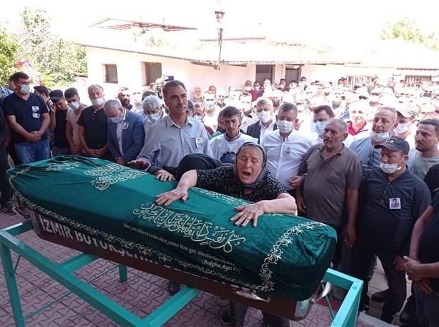 madenciler-tahir-cetin-ve-ali-faik-inter-i-ugurluyor-bu-yasanan-is-cinayetidir-897460-1.