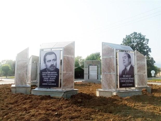 inonu-ecevit-demirel-erbakan-turkes-ve-yazicioglu-bolu-belediyesi-trafik-gerekcesiyle-kaldirdigi-siyasilerin-fotograflarini-yeni-yapilan-gobege-yerlestirdi-903179-1.