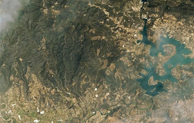 manavgat-ve-marmaris-teki-orman-yanginlarini-uzaydan-goruntulendi-905168-1.