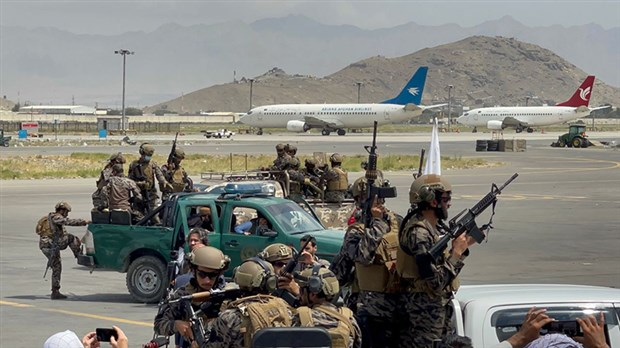 kabil-havalimani-nin-kontrolu-taliban-a-gecti-916443-1.