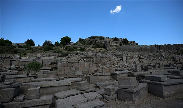 assos-kazilarinda-bir-bebegin-1300-yil-onceden-kalma-ayak-izleri-bulundu-917469-1.