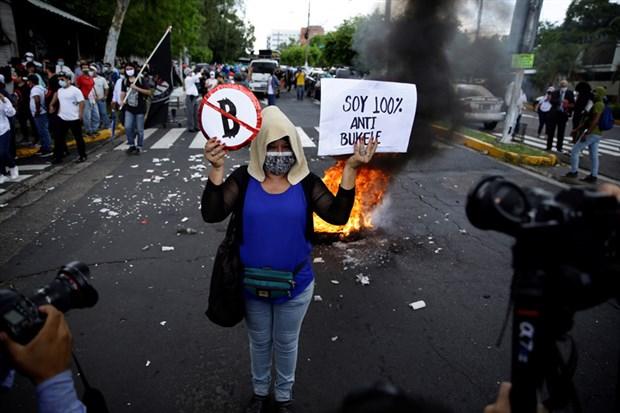 el-salvador-da-bitcoin-protestosu-919348-1.