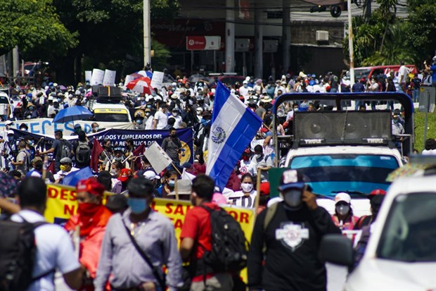 el-salvador-da-bitcoin-protestosu-919350-1.