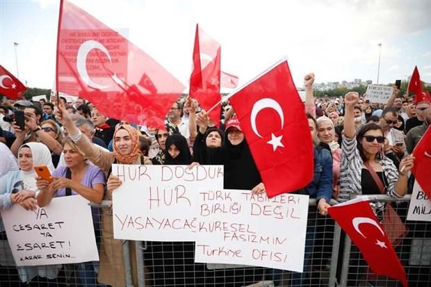 istanbul-da-asi-karsitlarindan-miting-maske-ve-sosyal-mesafe-kurali-hice-sayildi-920484-1.