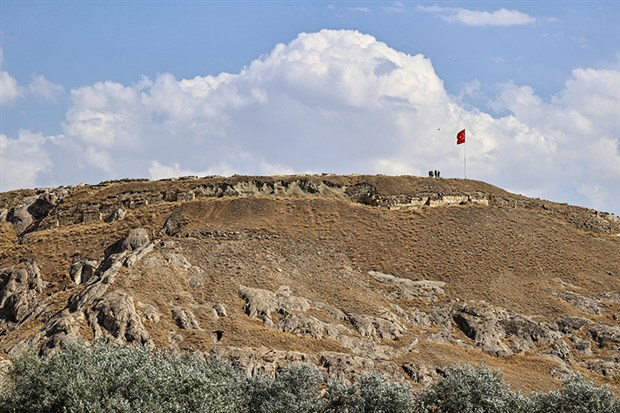 cavustepe-kalesi-nde-urartulardan-kalma-iki-mezar-bulundu-923232-1.