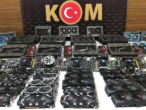 istanbul-da-kripto-para-operasyonu-84-cihaz-daha-ele-gecirildi-924630-1.