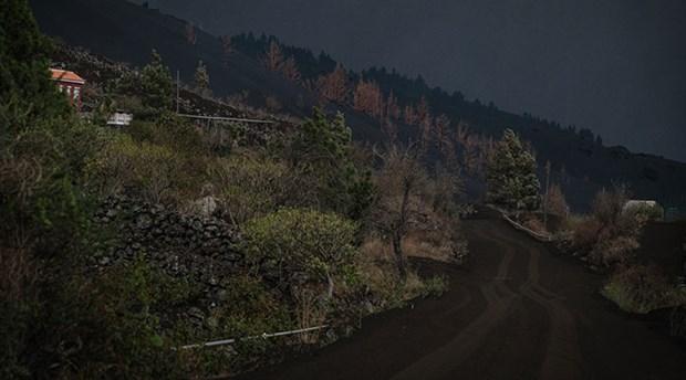 cumbre-vieja-yanardagi-ndaki-lav-akisi-suruyor-400-ev-yok-oldu-924952-1.