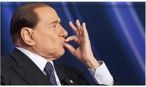 Berlusconi yanlış mitinge katıldı, rakibine oy istedi!