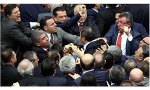 AKP, kendi  seçmeninden mi korkuyor?