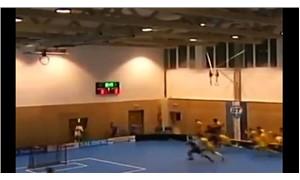 Sporcular çöken tavandan böyle kaçtılar