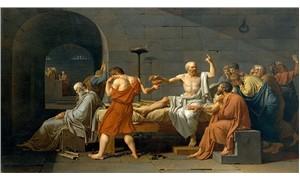 Bir şey biliyorsun, o da hiçbir şey Sokrates!