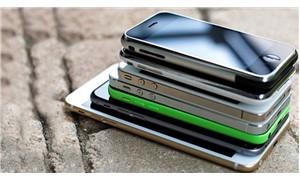 Binlerce cep telefonu yarı fiyatına satışa çıkıyor