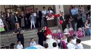 Anaokulu öğrencilerine kına gecesi yaptırıp damatlık ve gelinlik giydirdiler