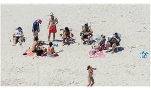 Vali, halka kapattığı plajda ailesiyle tatil yaptı