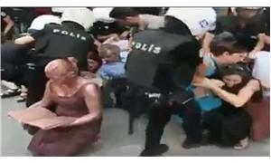 Polis eylemde performans sanatçısını heykel sandı