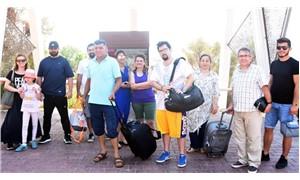 40 derece sıcakta beş yıldızlı otelin kapısında kaldılar