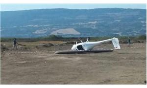 Engebeli araziye iniş yapan uçak takla attı