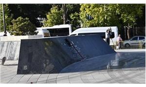 Meclis önündeki Atatürk Meydanı 'çevre düzenlemesi' gerekçesiyle yıkıldı