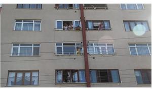 Yangın merdiveni kilitli binada mahsur kaldılar