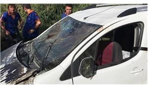 Kamyonet şarampole devrildi: 1 ölü, 4 yaralı