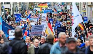 Almanya sağa yaslanıyor