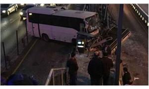 Küçükçekmece metrobüs durağında kaza!
