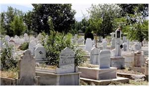 Akyurt Belediyesi, içinde mezarlık olan araziyi satışa çıkardı