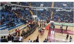 Trabzonspor - Fenerbahçe Doğuş maçına olaylar nedeniyle ara verildi