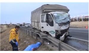 Kamyon ve minibüs çarpıştı: 5 ölü, 3 yaralı var!