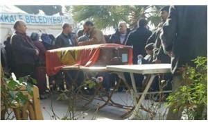 Tabuta örtülen Devrimci Yol bayrağını hedef gösterdiler