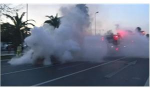 İstanbul Emniyet Müdürlüğü önünde bir otomobil alev alev yandı
