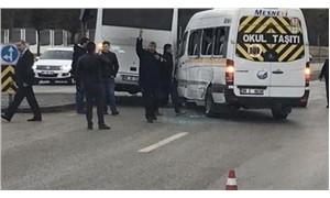 Askeri personel aracı, anaokulu öğrencilerini taşıyan servise çarptı