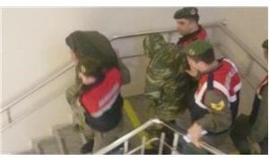 Yunanistan, askerlerin cep telefonları için uzman göndermeyi teklif edecek