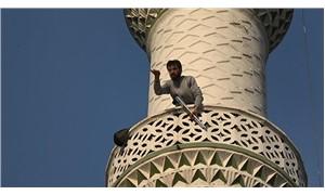 Minareye tüfekle çıkıp etrafa ateş açan adam serbest bırakıldı