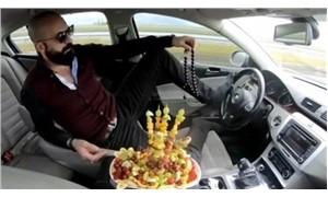 Ayağıyla otomobil kullanıp, meyve yiyen sürücü adli kontrol şartıyla serbest bırakıldı
