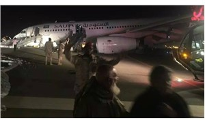 İstanbul-Cidde uçağı burun kısmından piste çakıldı